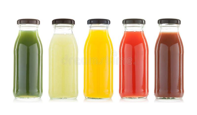 Jarzynowego i owocowego soku butelki odizolowywać obrazy royalty free