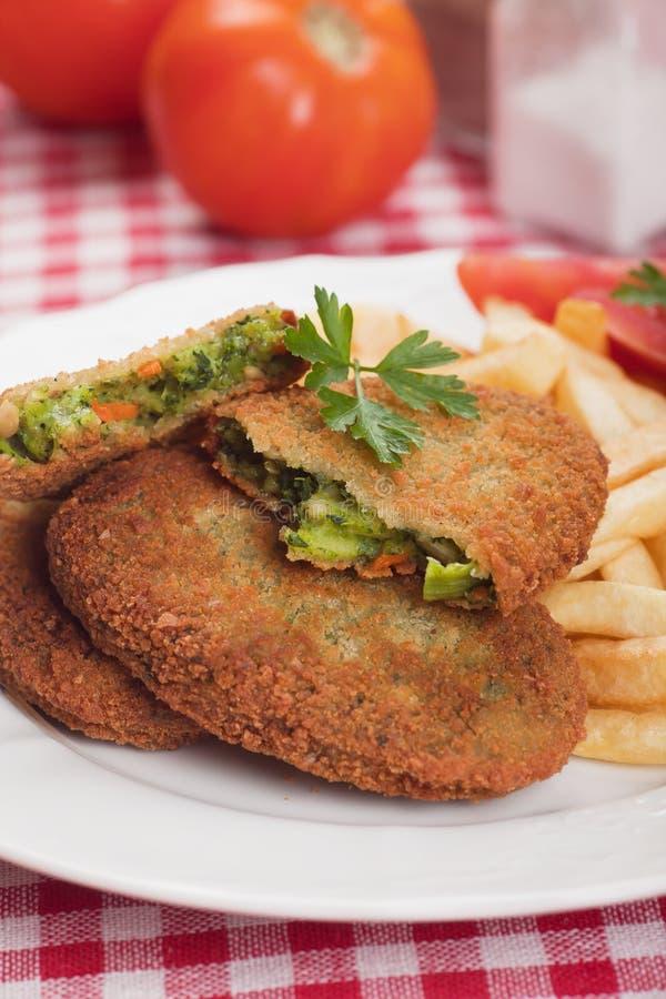 Jarzynowy hamburger z francuskimi dłoniakami fotografia royalty free