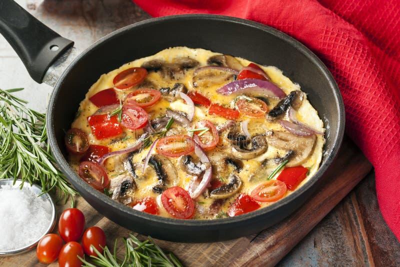 Jarzynowy omlet w rynience zdjęcie royalty free