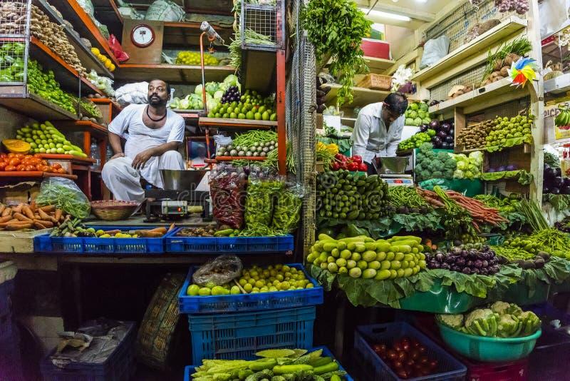 Jarzynowy sprzedawca w Mumbai India fotografia royalty free