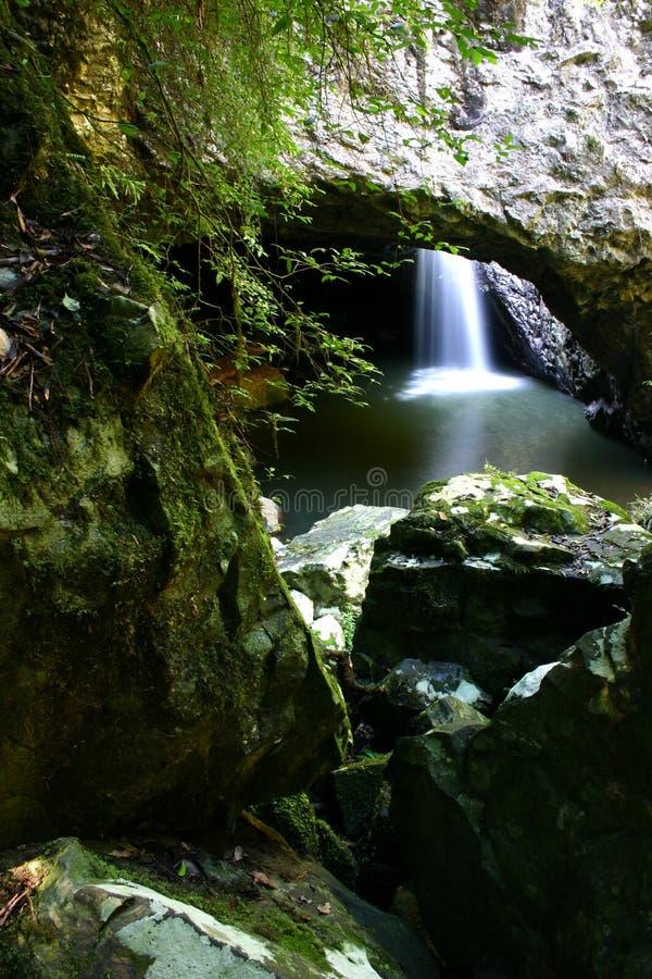 jaskini brydża naturalnej wodospadu zdjęcie stock
