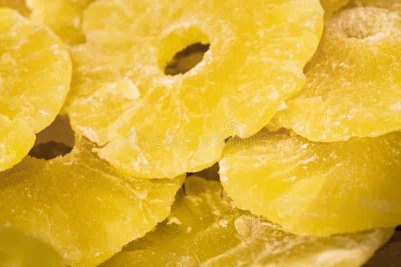 Jaskrawa żółta tekstura lub tło Tropikalny wysuszony - owoc ananasa cięcie na pierścionkach Lato i egzot Witaminy i pożytecznie o obrazy stock