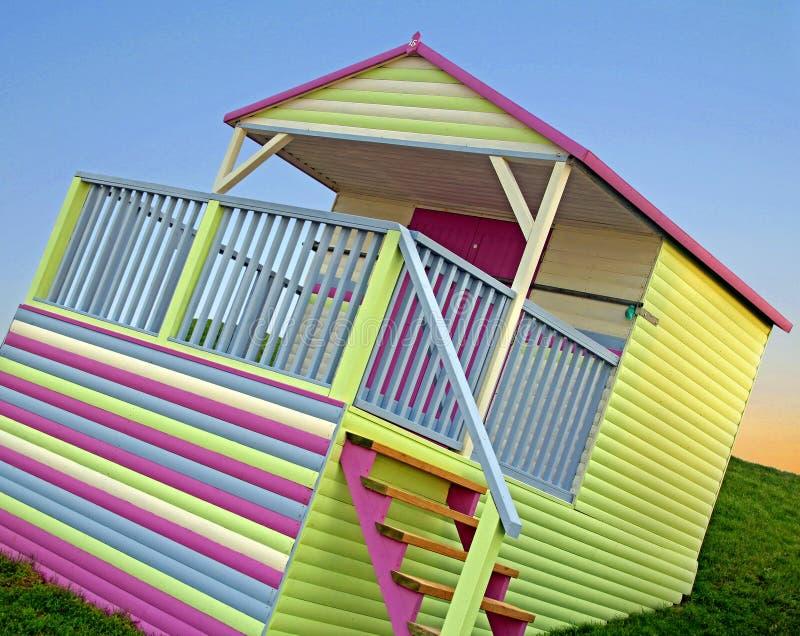 Jaskrawa colourful plażowa buda fotografia stock
