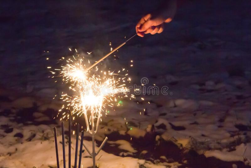 Jaskrawa lśnienie iskra błyska srebnej olśniewającej świątecznej podstawowej odświętności wakacyjnego urodzinowego urodziny obrazy stock