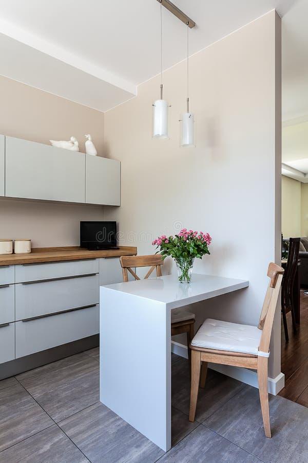 Jaskrawa przestrzeń - kuchnia zdjęcie royalty free