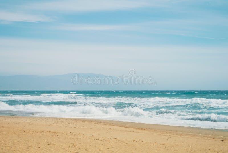Jaskrawe błękitne turkusowe denne ocean fala, lato raju egzota wa fotografia stock