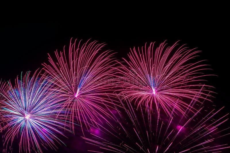 Jaskrawe stubarwne rozjarzone migotanie gwiazdy i sfery, fantastyczne komety, fajerwerki Żywy tło dla wszystko świątecznego zdjęcie royalty free