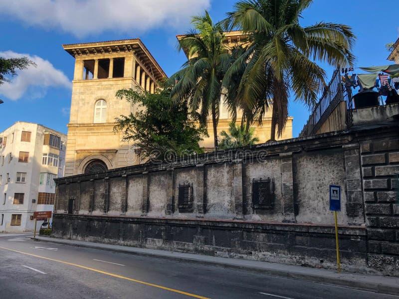 Jaskrawe ulicy Hawański, Kuba zdjęcia royalty free