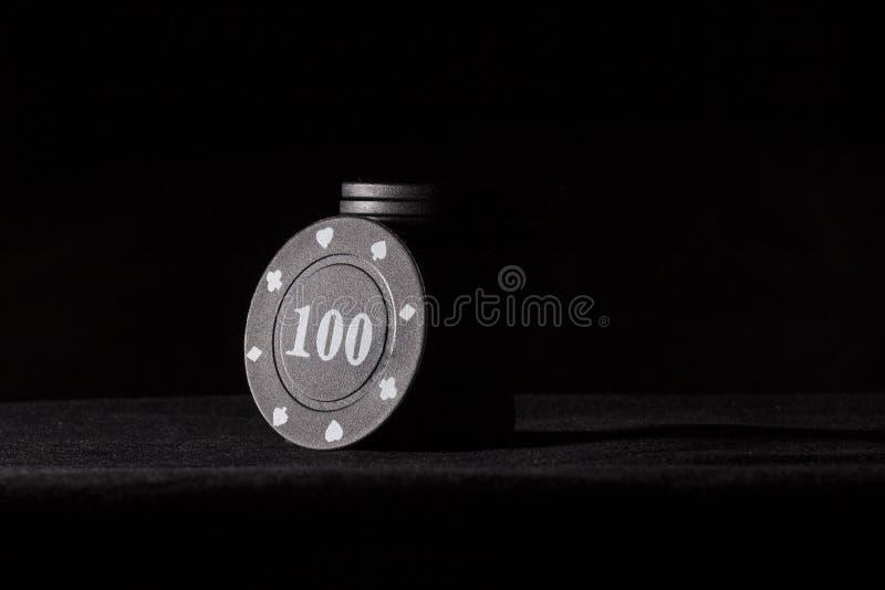 Jaskrawi czarni grzebaków układy scaleni na ciemnym tle fotografia royalty free