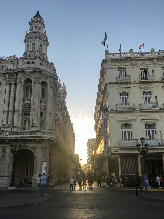 Jaskrawi domy w ulicach Hawański, Kuba obrazy royalty free