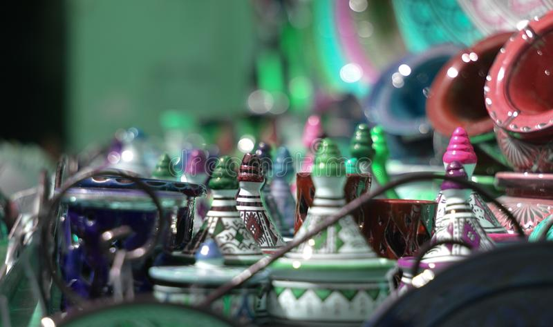 jaskrawi i jaskrawi kolory chodzi w rynkach wschód obrazy royalty free