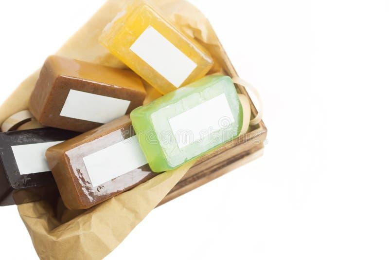 Jaskrawi kolorowi handmade mydlani bary w drewnianego pudełka egzaminie próbnym up obraz stock