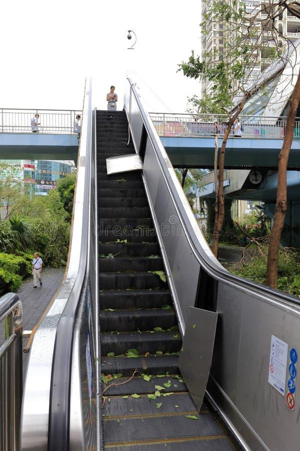 Jaskrawy łamający eskalator zdjęcie stock