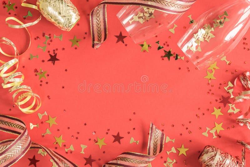 Jaskrawy świąteczny confetti i faborków koralowy mieszkanie nieatutowy zdjęcia royalty free
