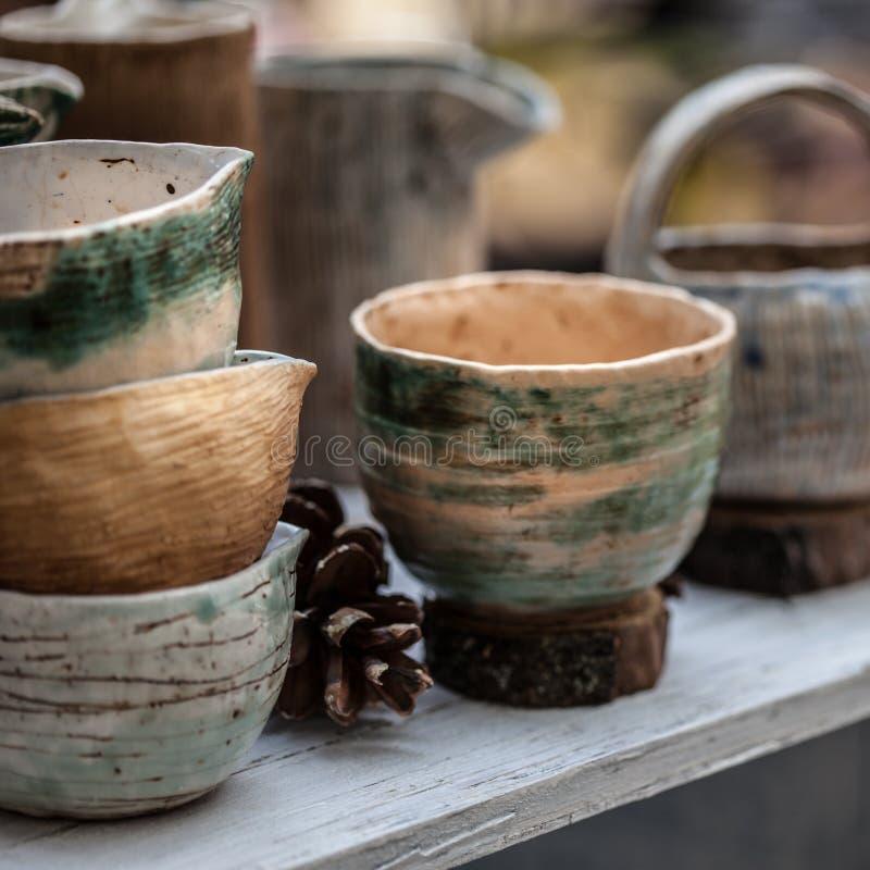 Jaskrawy ceramiczny tableware jest pięknym ornamentem obrazy stock