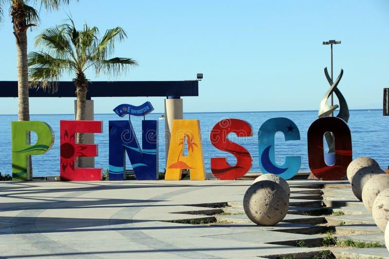 Jaskrawy coloured znak przy EL Malecon, Puerto Penasco, Meksyk zdjęcie royalty free