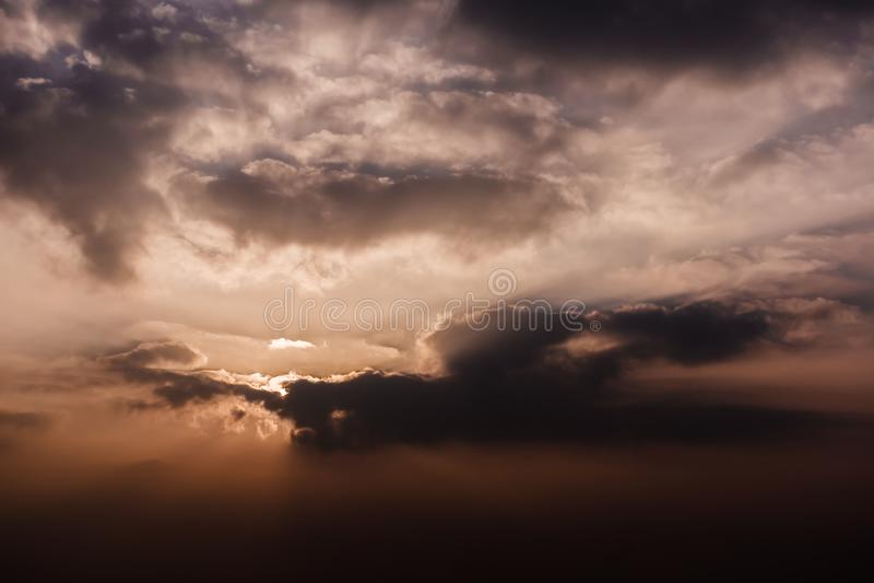 Jaskrawy dramatyczny niebo przy wschodem słońca fotografia royalty free