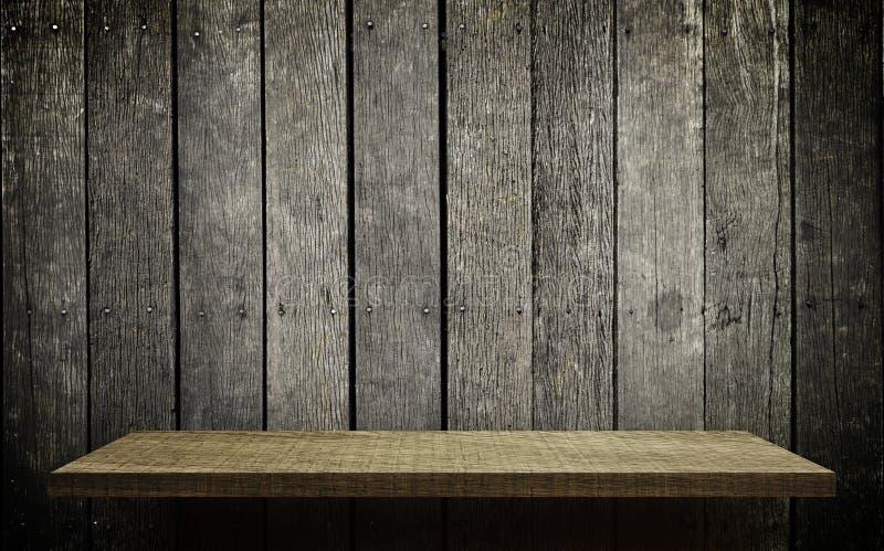 Jaskrawy drewniany szelfowy pokaz na grungy drewno ścianie obrazy stock