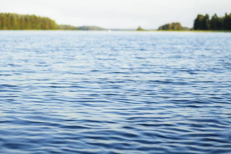 Jaskrawy i świeży pogodny jezioro obraz stock