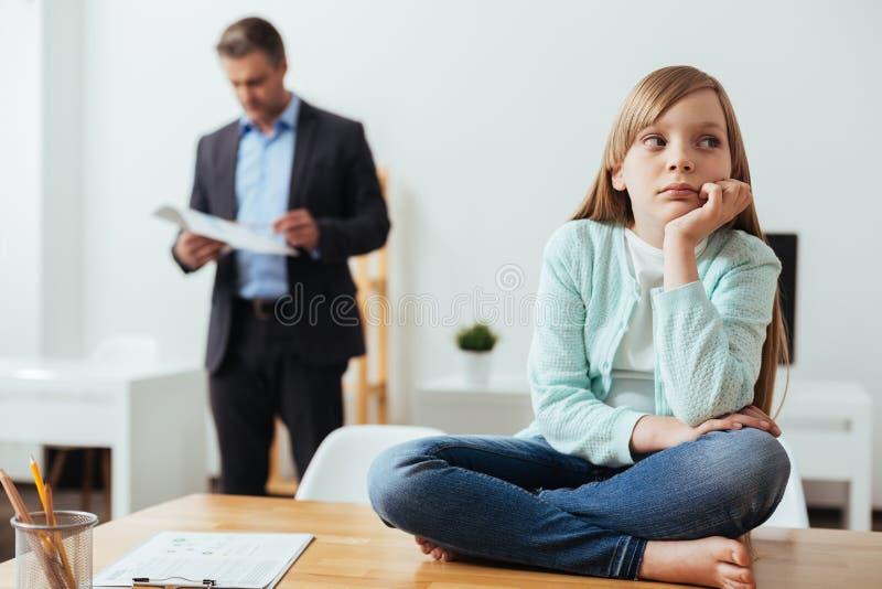 Jaskrawy powabny dziecka uczucie zanudzający zdjęcia royalty free