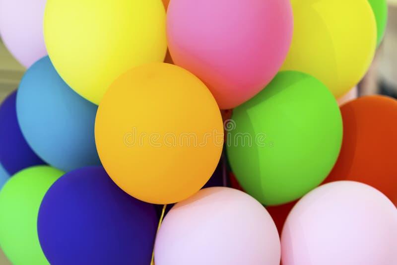 Jaskrawy stubarwny balonu zakończenie, świąteczny abstrakcjonistyczny tło dla różnych tematów obraz royalty free