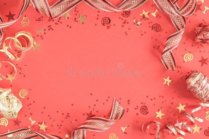 Jaskrawy ?wi?teczny confetti i fabork?w koralowy mieszkanie nieatutowy zdjęcia royalty free