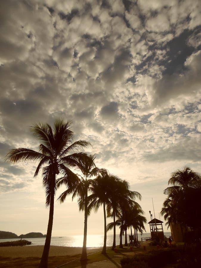Jaskrawy wschód słońca w Chahué plaży, Huatulco, México obrazy royalty free