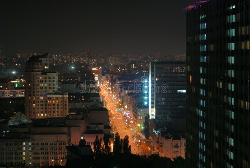 Jaskrawy zaświecająca ulica w nocy mieście, Kyiv obrazy royalty free