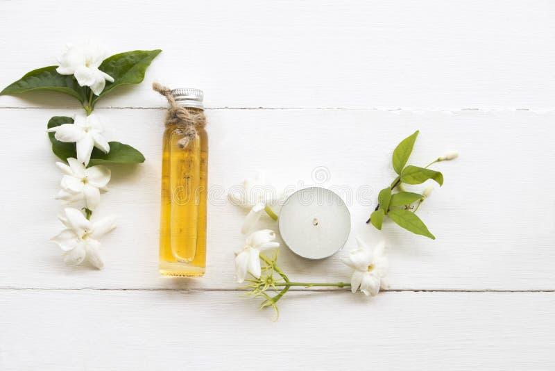 Jasmin de fines herbes naturel de fleur d'extrait d'huiles photo libre de droits