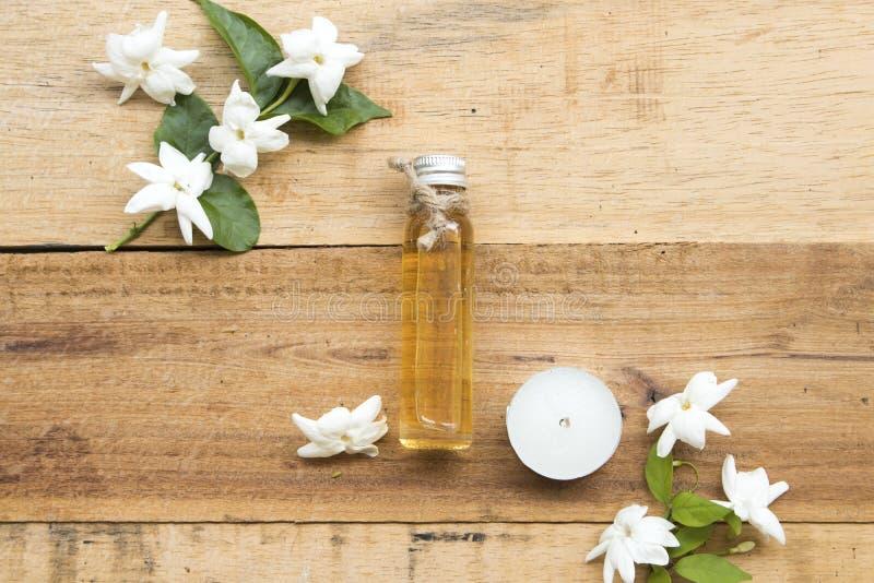 Jasmin de fines herbes naturel de fleur d'extrait d'huiles photos libres de droits