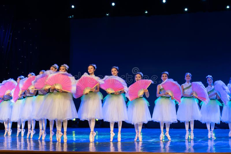 Jasmine Flowersï ¼ ˆcollectiveï ¼ ‰ - κινεζικό εθνικό μπαλέτο στοκ φωτογραφία