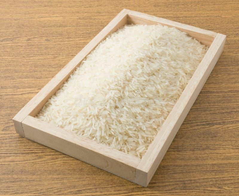 Download Jasmine Rice Thaïlandais Dans Un Plateau En Bois Photo stock - Image du jasmin, céréale: 56489868