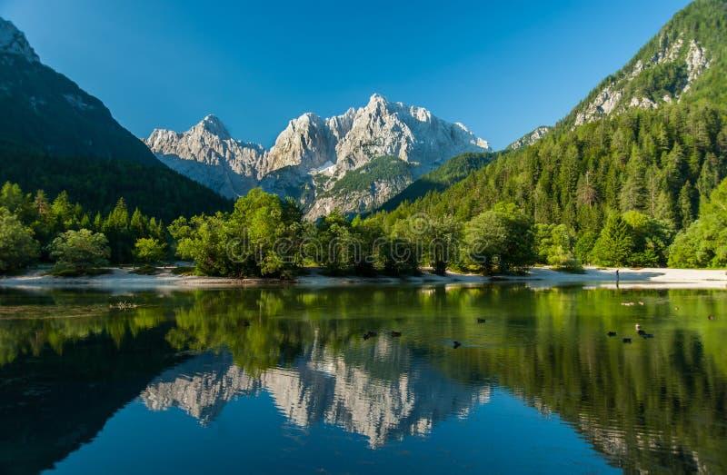Jasna湖,克拉尼斯卡戈拉,斯洛文尼亚 免版税库存照片