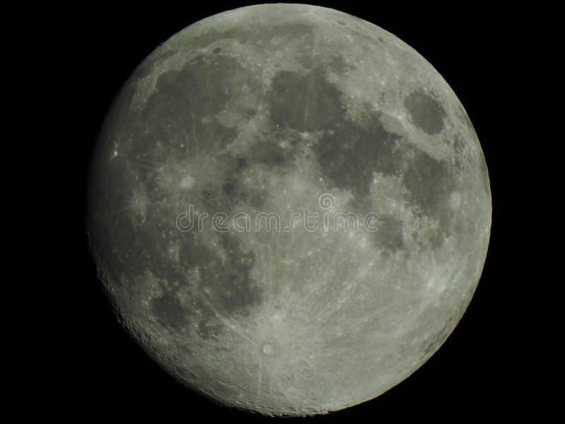 Jasna księżyc w nawoskować gibbous zdjęcia royalty free