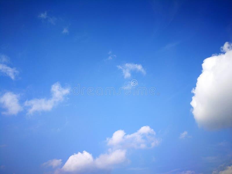 Jasny niebieskie niebo zdjęcie royalty free