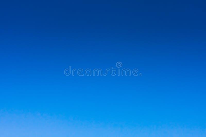 Jasny niebieskie niebo zdjęcia royalty free