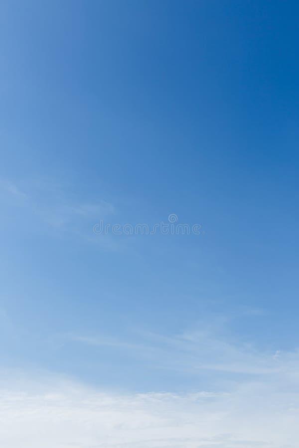 Jasny niebieskie niebo zdjęcia stock