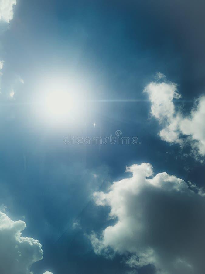Jasny niebieskie niebo obrazy royalty free