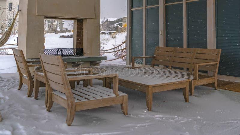 Jasny panorama śnieg zakrywał patio klub w brzasku Utah obraz royalty free