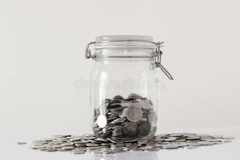 Jasny szklany słój z Tajlandia monetami na białym tle zdjęcie stock