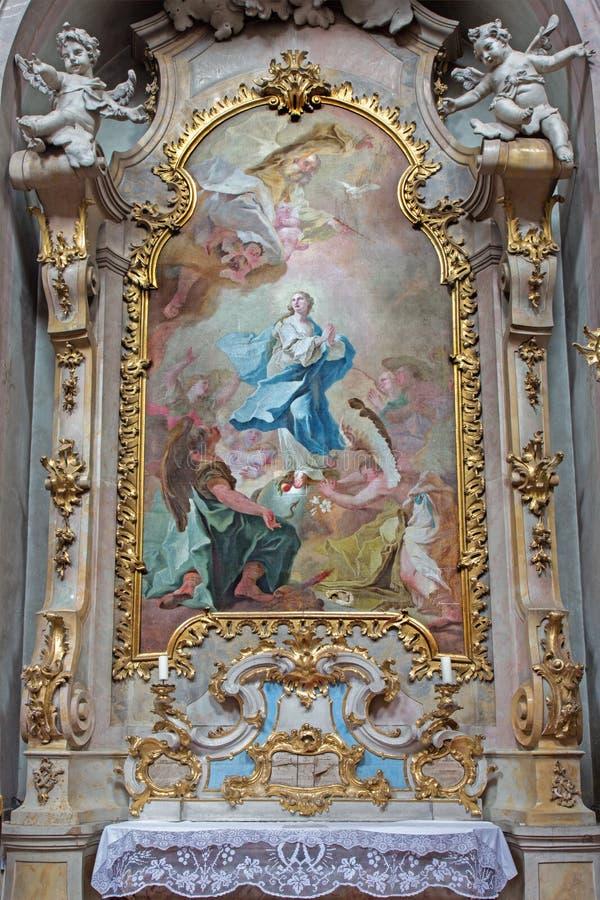 Jasov - autel et peinture latéraux baroques de conception impeccable par Johann Lucas Kracker (1752 - 1776) de cloiste de Premonst photo libre de droits