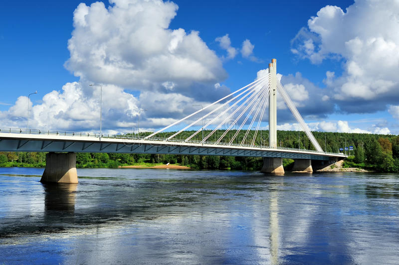 Jatkankynttila桥梁(伐木工人蜡烛桥梁)在Kemijo 免版税库存图片