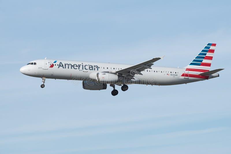 Jato de American Airlines Airbus imagem de stock royalty free