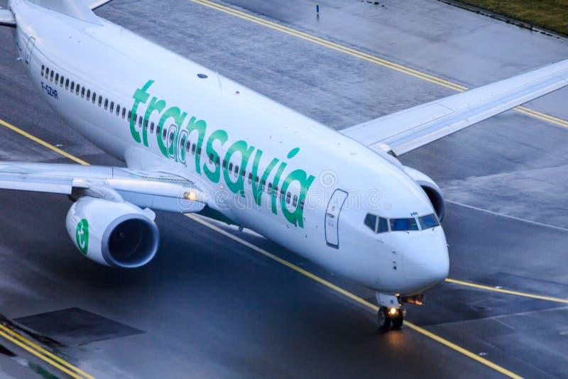 Jato de Transavia no taxiway imagens de stock royalty free