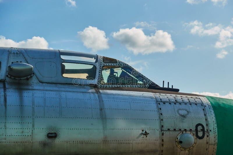 Jato no aeroporto O cockpit do piloto se aproxima imagem de stock
