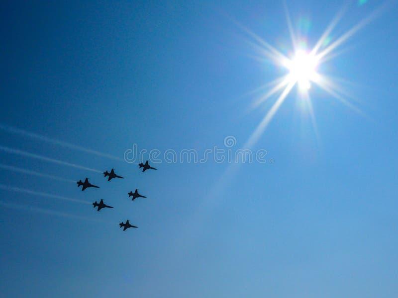 Jatos no céu azul imagem de stock