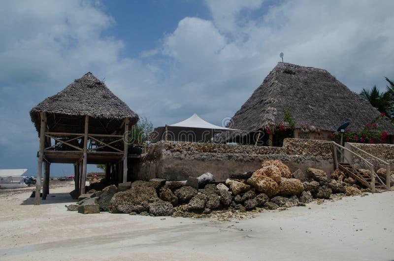 jaty na ciszach na tropikalnej wyspie 2019 - restauracja, kawiarnia, pub, Afryka Zanzibar, Luty, - obraz stock
