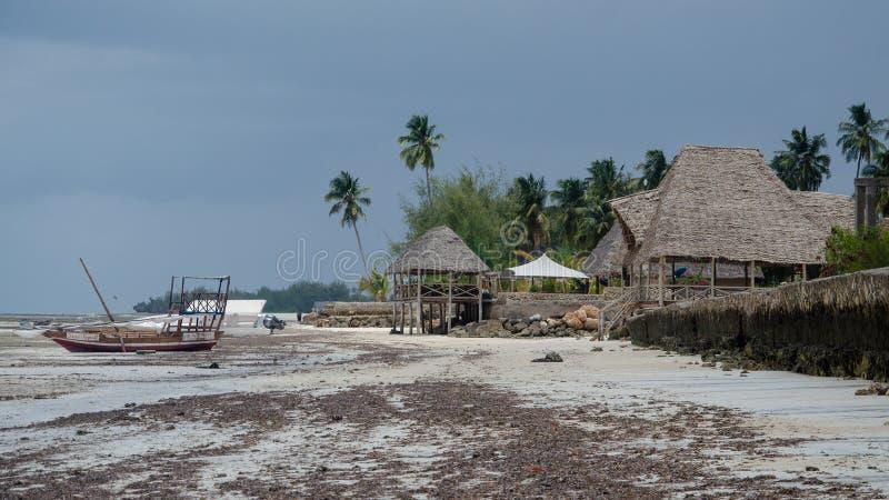 Jaty na ciszach na tropikalnej wyspie 2019 - restauracja, kawiarnia, pub, Afryka Zanzibar, Luty, - obraz royalty free