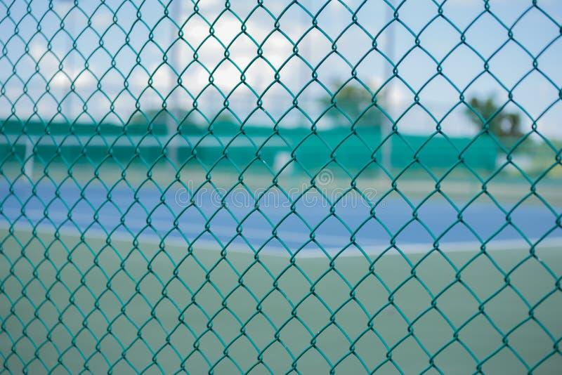 Jaula del campo de tenis borroso imágenes de archivo libres de regalías