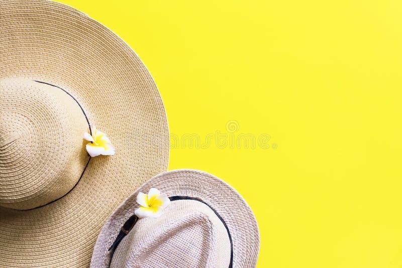 Jaune de chapeau du ` s d'hommes du ` s de Straw Beach Pair Outfit Woman photographie stock libre de droits